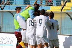 Calcio-Lecco-Pontisola-Playoff-2015-Abbraccio-Esultanza