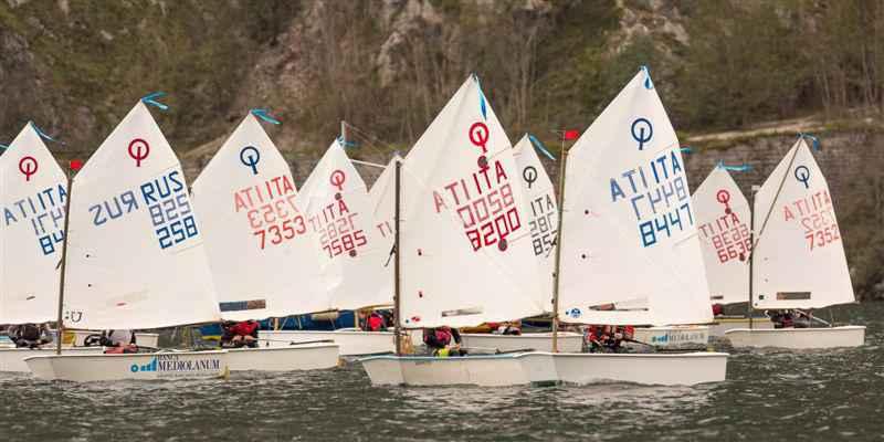 Optimist-in-regata-nel-Golfo-di-Lecco