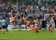 Calcio Lecco Seregno Finale Playoff 2016 Festeggiamenti Sotto la Curva 2