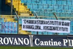 Calcio-Lecco-Caravaggio-2016-Striscione-Distinti