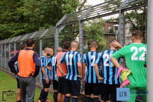 I giocatori della Calcio Lecco a colloquio con i tifosi dopo la sconfitta con la Virtus Bergamo