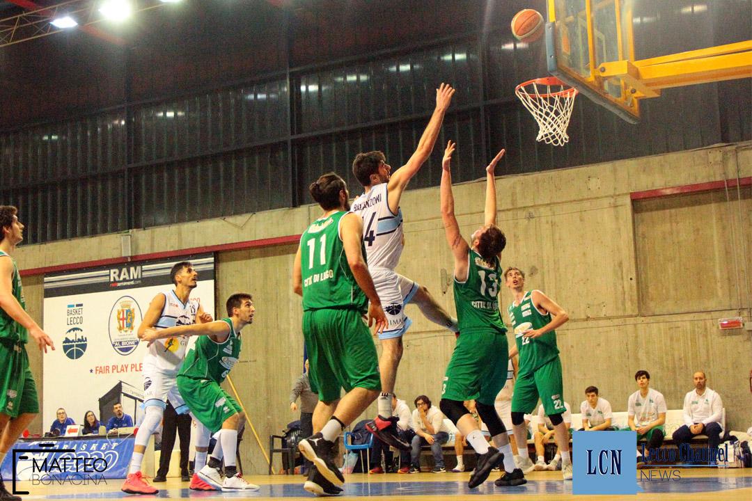 Basket Lecco Lugo Campionato Serie B 2018 Balanzoni appoggio sotto canestro (4)