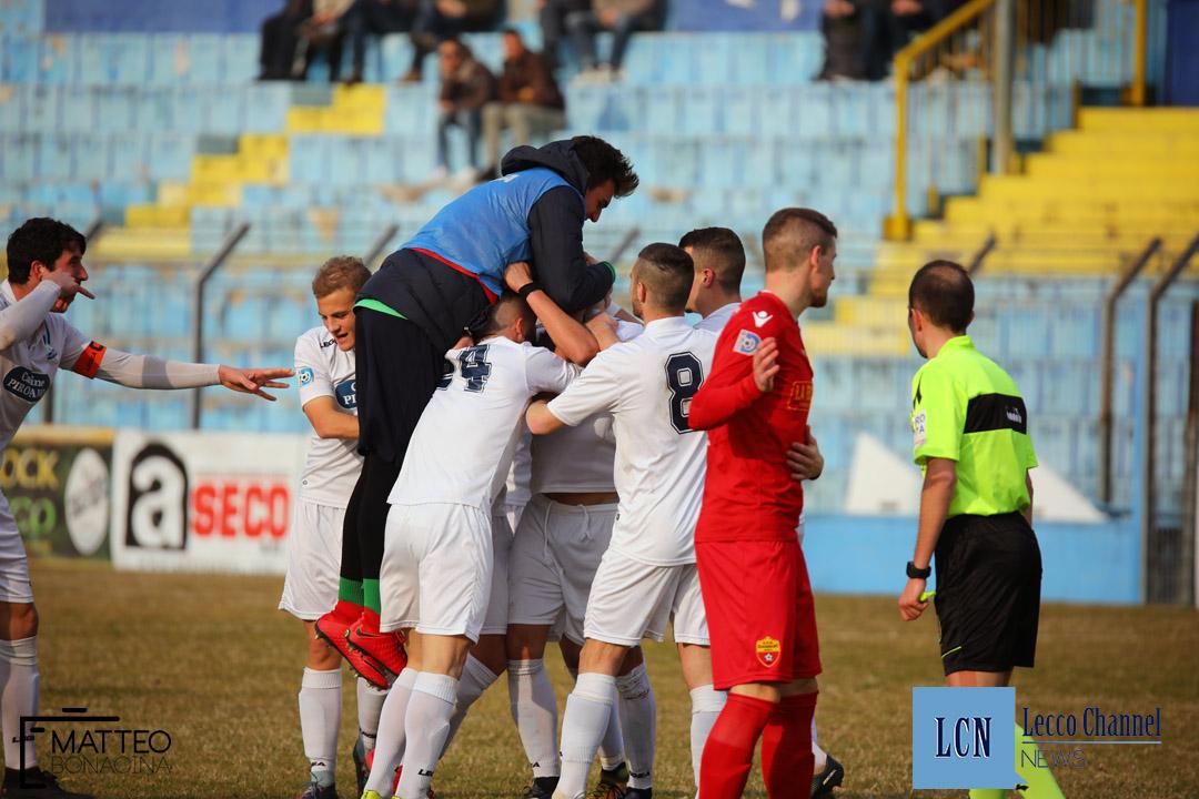 Calcio Lecco Scanzorosciate Campionato Serie D 2018 Abbraccio (2)