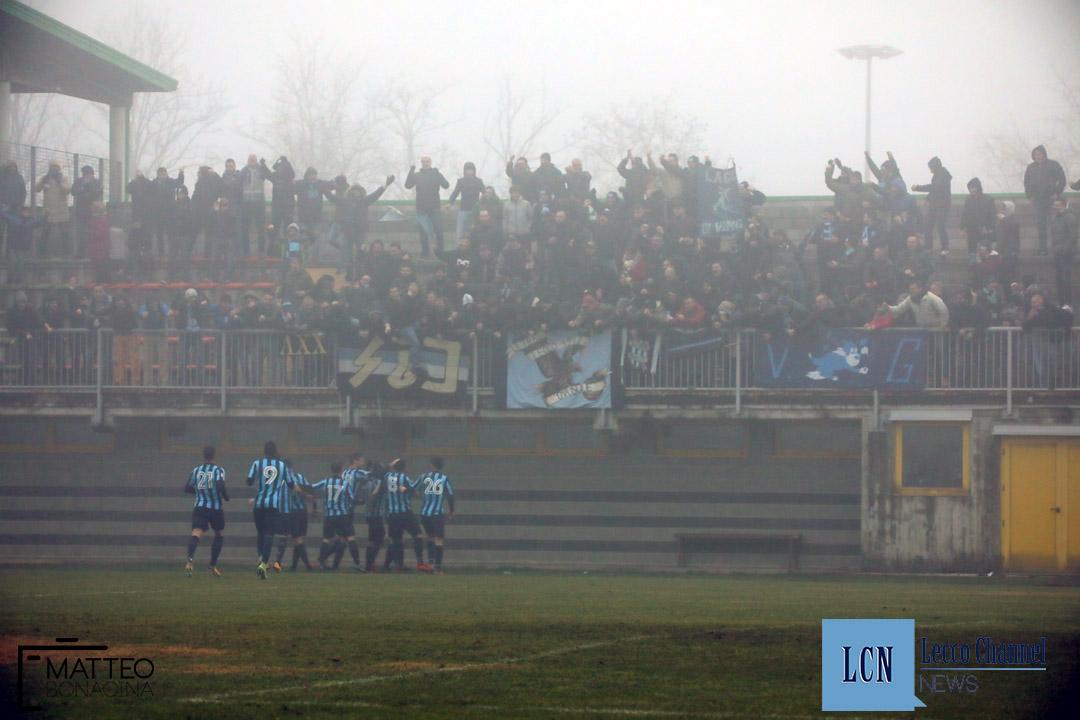 Calcio Lecco Arconatese campionato Serie D 23 Dicembre 2018 (29) esultanza tifosi